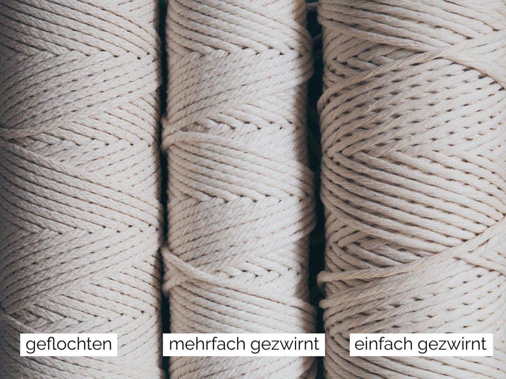 Verschiende Makramee Garne: Geflochtenes Baumwollgarn, mehrfach gezwirntes Baumwollgarn und einfach gezwirntes Baumwollgarn
