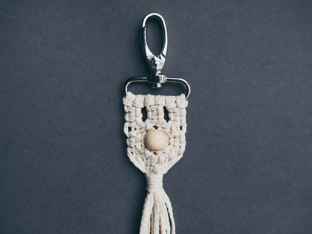 Fertiger Makramee Taschenanhänger oder Makramee Schlüsselanhänger