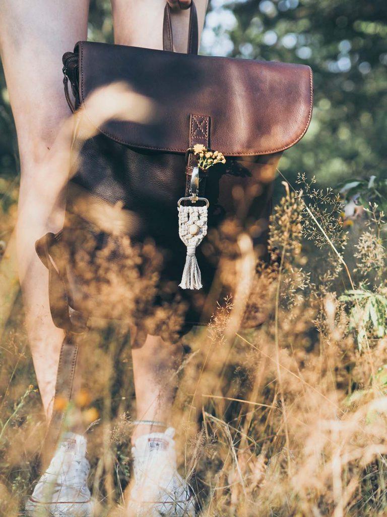 Makramee Anhänger als Taschenanhänger oder Schlüsselanhänger - schöne Geschenkidee. Einfache Anleitung für Anfänger.