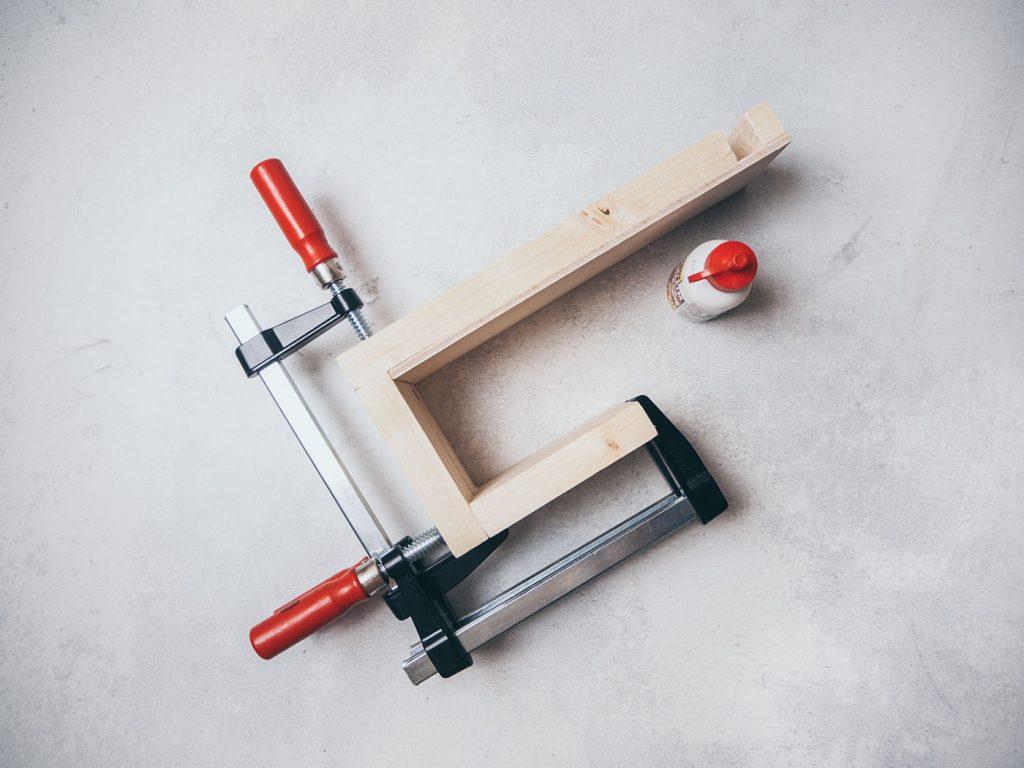 Homeoffice Gadget: Schreibtisch Organizer aus Holz für Stifte, Smartphone und Kopfhörer bauen