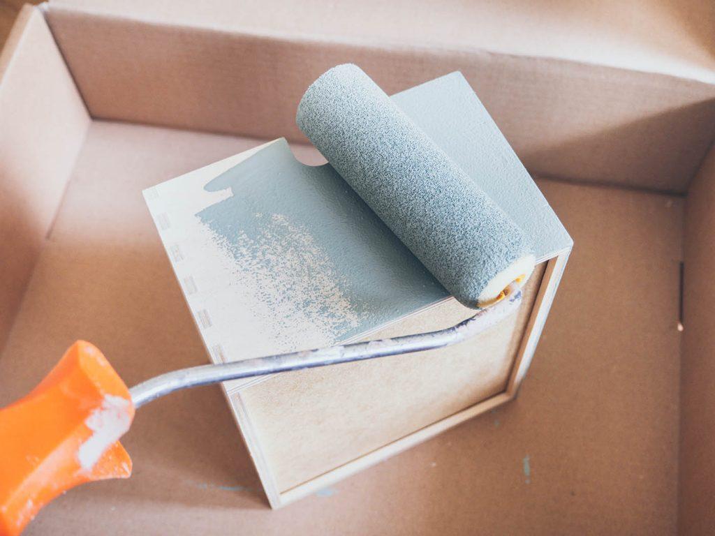Moppe Ikea Hack, Upcycling zum Vintage Regal in Salbeigrün mit dem Home Lack von Schöner Wohnen Farbe