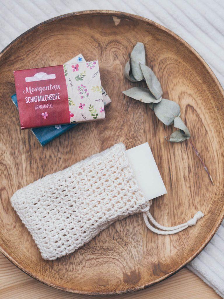 Nachhaltiges Badezimmer, Seifensäckchen häkeln zum Aufschäumen und Transportieren von festen Shampoos, Waschstücken und festen Seifen für ein Badezimmer ohne Plastik, nachhaltige Kreatividee