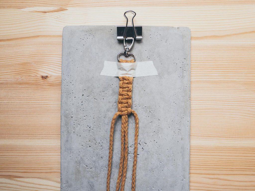 Makramee Schlüsselanhänger mit einfacher Anleitung für Anfänger aus Kreuzknoten