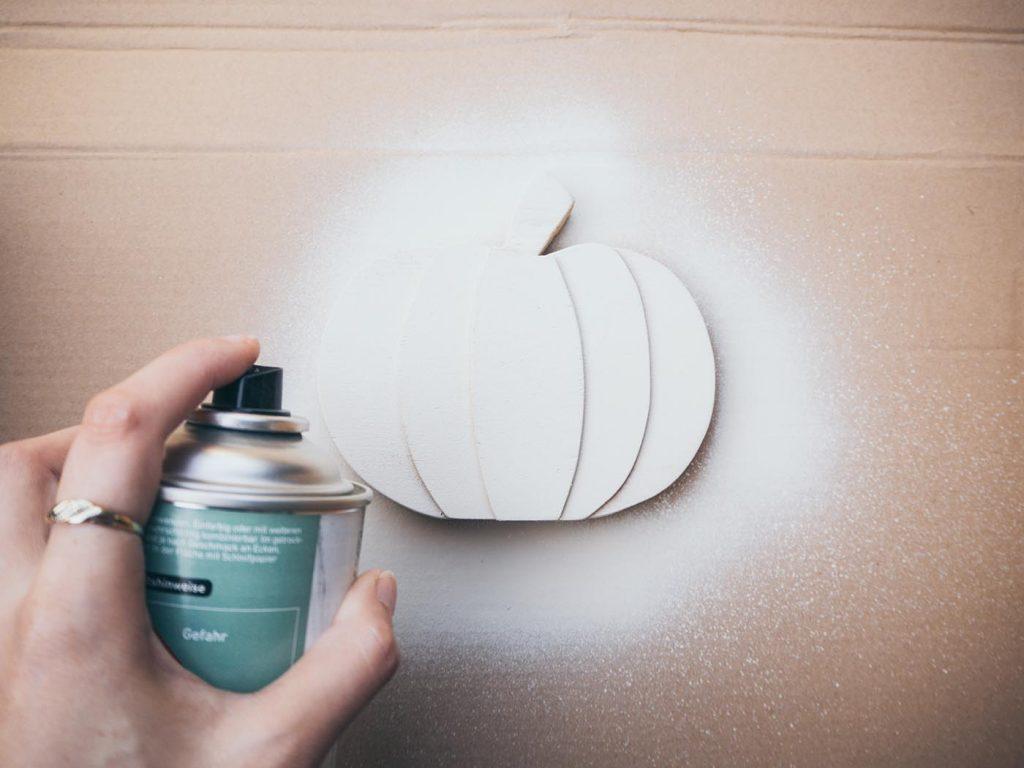 Holz Kürbis mit 3D-Effekt als dezente Herbst Deko selber machen